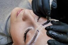 Tatouage sourcils